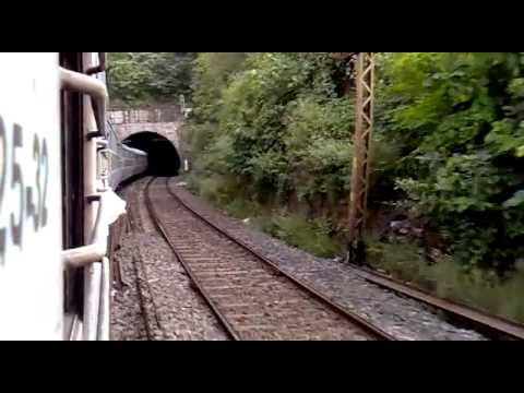 Dn 12802 Purusottam Express crosess chota nagpur hills between gaya and koderma