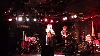 """シンガーソングライター""""meguのライブin 7thAVENUEでの一コマです。ライブでは定番曲ですが、弾けば弾くほど楽しい曲でもあります!!"""
