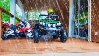 سينيا يغسل سيارته ATV القذرة للأطفال