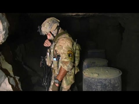 شاهد: الجيش العراقي يمشط ظاهر صحراء الأنبار وباطنها بحثا عن مخابئ داعش…  - 19:54-2019 / 9 / 21