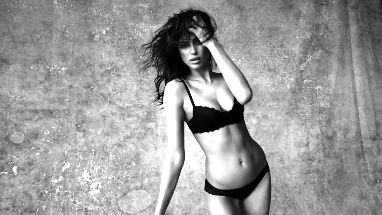 0784373da645 Irina Shayk volta a ser a cara mais sensual da Intimissimi -  ArrábidaShopping