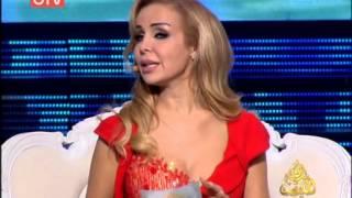 سقوط فستان رولا سعد وهي شئ عادي
