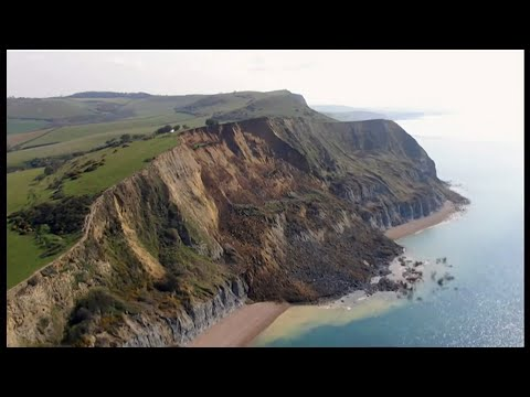 Jurassic Coast cliff collapse (biggest in 60 years) (UK) - BBC News - 14th April 2021
