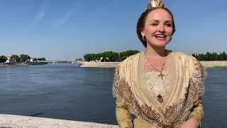 Arles : un fichu dessiné par Christian Lacroix pour Naïs Lesbros, la 23e Reine