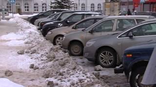 Уборка снега у продуктового магазина в городе Луховицы