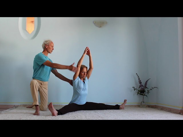 Yoga Arte - Die weite Dehnung – the wide stretch-  konasana