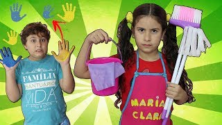 Maria brinca de limpar a casa e o JP bagunça! Kids Pretend Play with Cleaning Toys!