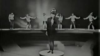 "Donna Loren sings ""Shakin"
