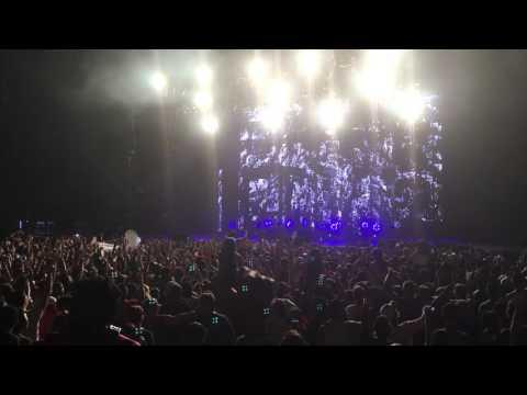 Kaskade  Raining  Sleep Train amphitheater 1022015 San Diego, CA