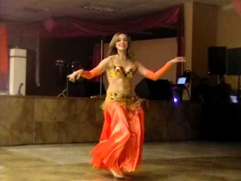 Gretel bailando Belly Dance en quinceanero Videos De Viajes