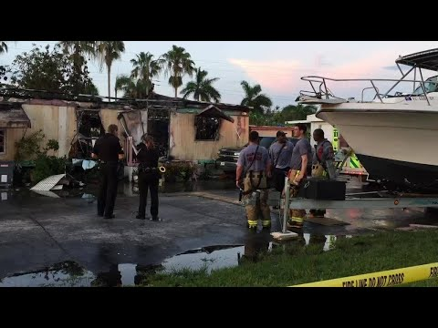 Miami Gardens mobile home destroyed in fire