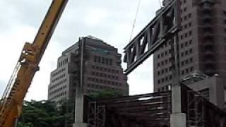 Demag AC535 doing steel structure lifting during SCAPE building - Part 2