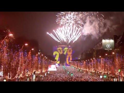 À Paris, les meilleurs moments du spectacle du Nouvel An sur les Champs-Élysées