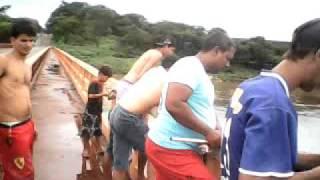 Repeat youtube video Pescando sem isca no Rio Grande - Planura
