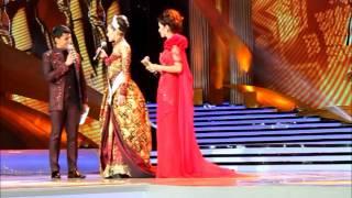 Maria Selena final walk & Olivia Culpo coming @Final Pemilihan Puteri Indonesia 2012/2013
