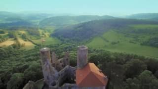 Im nordwesten thüringens, an der grenze zu hessen, vereinen sich drei unterschiedliche landschaftsräume einem naturpark. martin röhrig, das traditions...