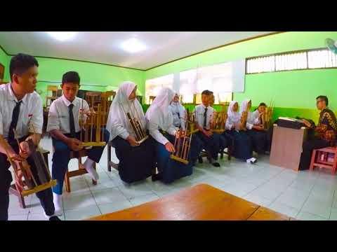 Yamko Rambe Yamko Angklung , ( Smp Negeri 12 Depok )