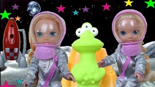 Elsa and Anna Toddlers Meet an Alien - Space Camp with Heartbreaker and Miss Baby - LOL Toys & Dolls