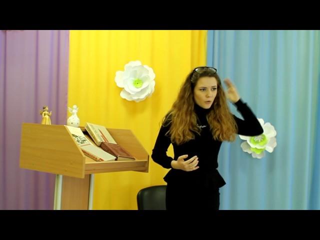 Изображение предпросмотра прочтения – СофьяЮматова читает отрывок изпроизведения «Облако в штанах» В.В.Маяковского