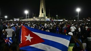 Farewell begins in Cuba  Thousands flood streets for Castro commemoration