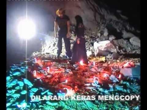 YAYASAN TITIPAN ILAHI / H. BAHAR DJAHAYA D. NINGRAT - REMBULAN DALAM PELUKAN
