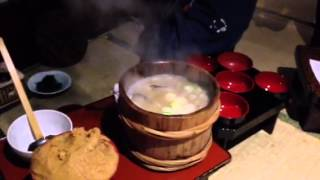 秋田駅前の居酒屋にて、男鹿名物の石焼き鍋を実演してもらいました!