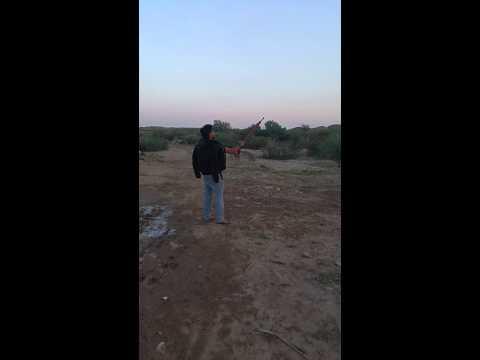 حسن الزركاني يقلد صدام حسين