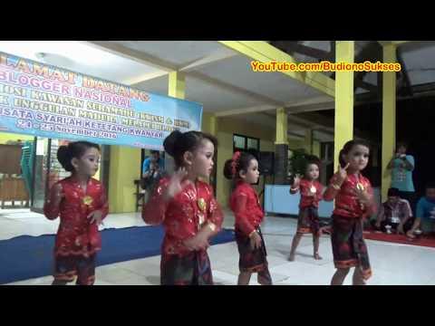 Tari Tradisional Madura Nyellok Aeng Di Kecamatan Kwanyar Bangkalan
