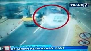 Detik detik kecelakaan maut pintu tol Suramadu