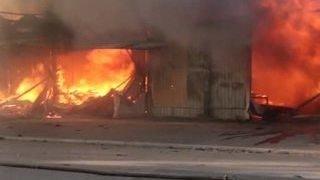 Новые обстрелы Донбасса: в ДНР сгорел целый рынок