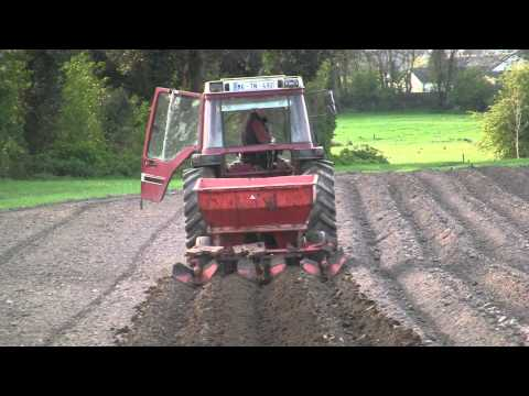 Potato Planting with International 885XL and Underhaug Planter