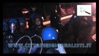 Terzigno: carica della polizia ai manifestanti anti-discarica - due feriti thumbnail