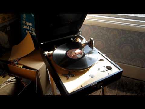 """""""They All Make Love But Me""""-GRACIE FIELDSde YouTube · Durée:  3 minutes 32 secondes · vues 331 fois · Ajouté le 13.02.2008 · Ajouté par gramophoneshane"""