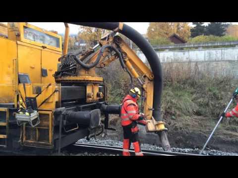 NJD maskin med MTW100 og Railvac på Vinstra stasjon