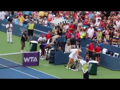 2014.08.15 - Western & Southern Open: Serena Williams vs Caroline Wozniacki 001