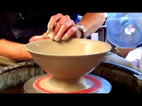 Throwing / Making a simple quick Pottery Bowl on the Wheel