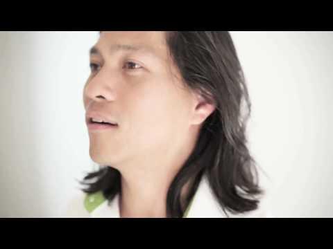 Sony Ericsson Xperia™ Pureness - A Progressive Vision: Talk. Text. Time.