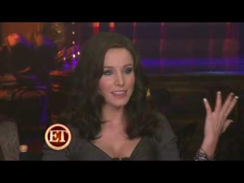 Get Burlesque Kristen Bell Dark Hair PNG