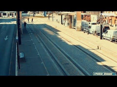 Un policía local de Granada salva la vida a una mujer invidente que iba a ser atropellada por el metro