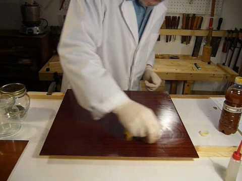 Come si esegue la verniciatura con gommalacca a tampone