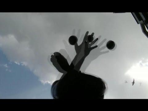 Жонглирование мячами и