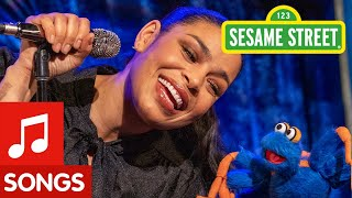 The Itsy Bitsy Spider feat. Jordin Sparks | The Not-Too-Late Show with Elmo