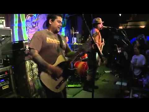 NOFX - Intro and Linoleum Live at Rocke