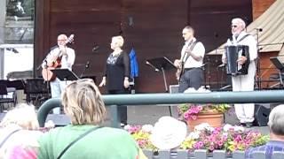 "Visentusiasterna sjunger ""Ellinor dansar"" under Taubedagen 2012"