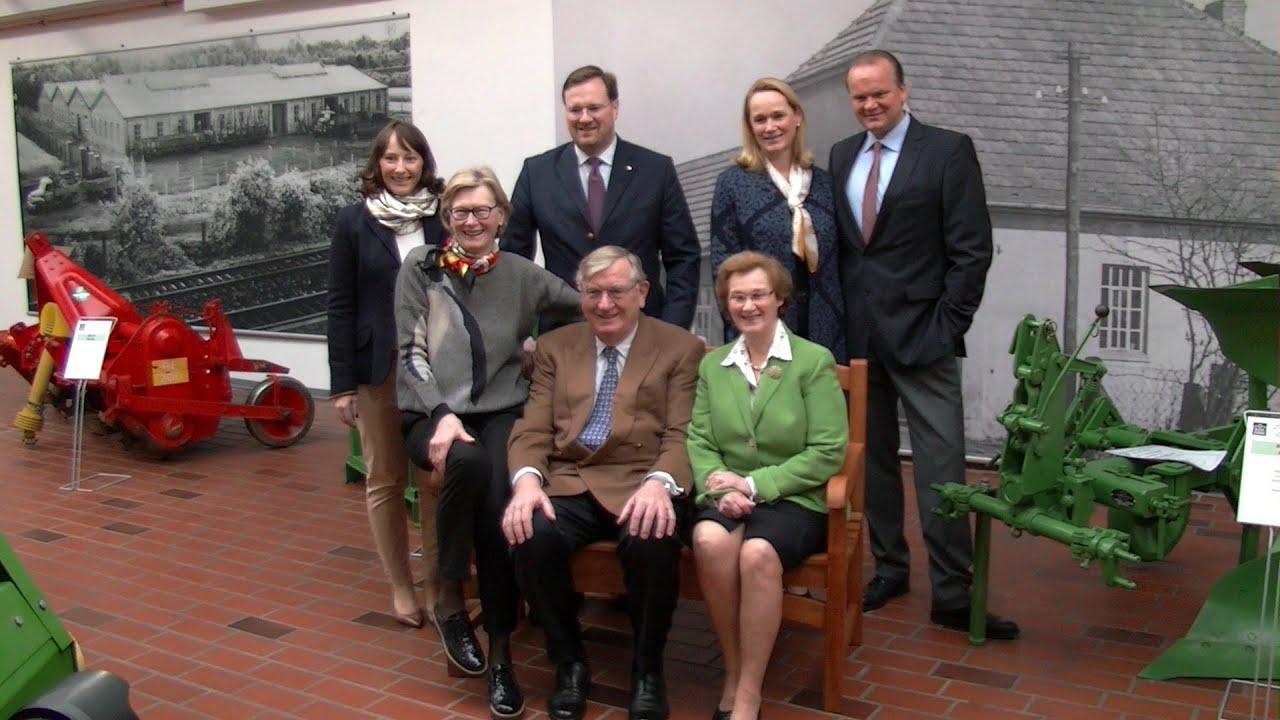 Familie Krone eröffnet Landtechnik Museum in Spelle - YouTube  Familie Krone e...