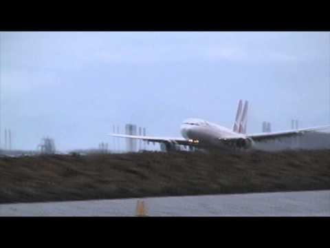 Qantas Airbus A330-200 SMOOTH Landing | Sydney Airport 34L