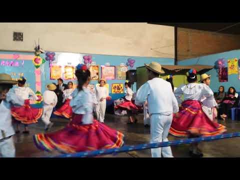 Yo Y Mis Compañeros Danzando Por El Dia De La Madre