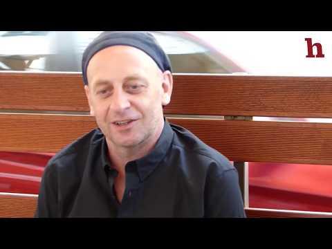 Alf Poier Interview über Helden und das Problem mit Stronach & Winnetou