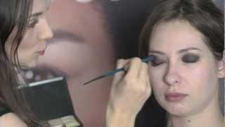 Мастер-класс макияжа. Учимся рисовать smoky eyes!