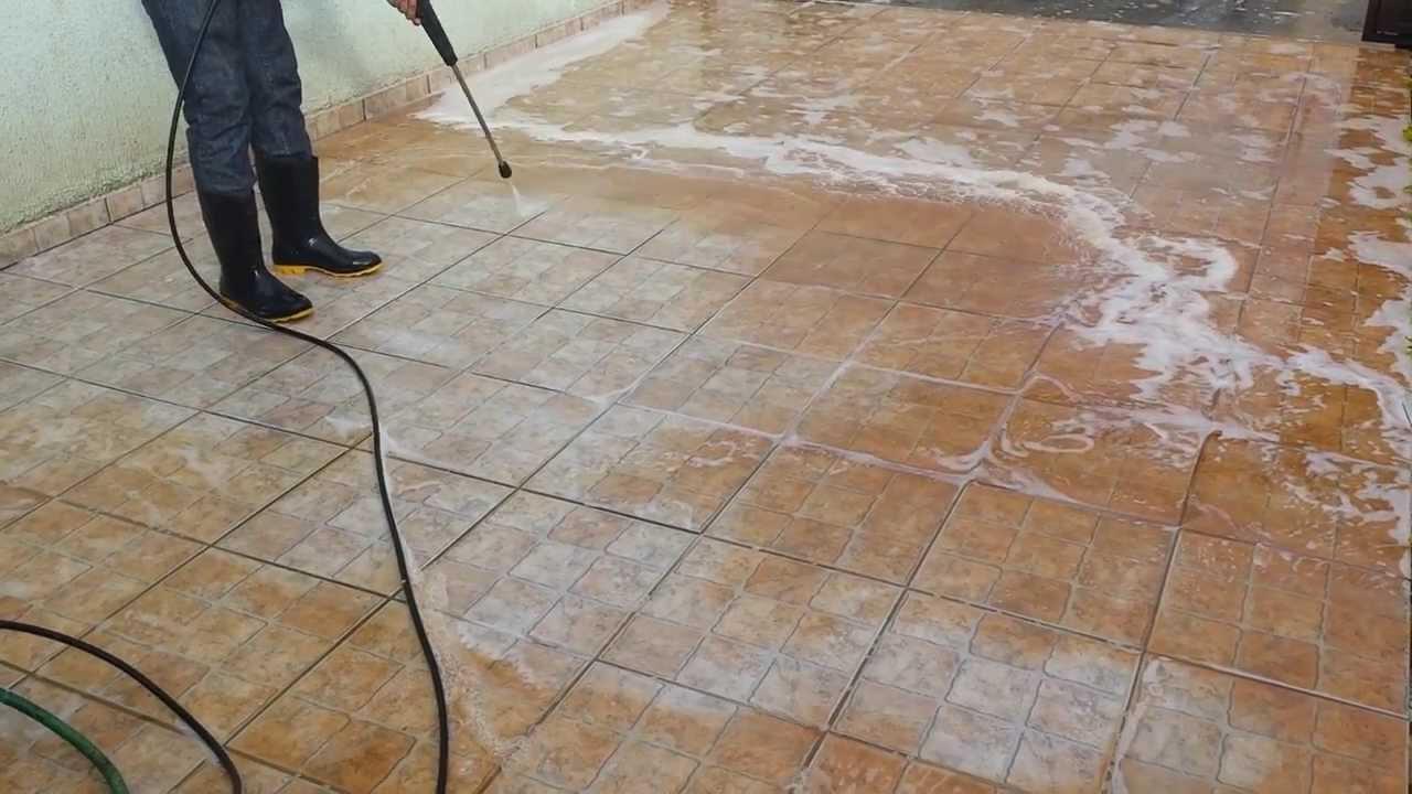 Limpeza de pisos antiderrapantes encardidos e com manchas - YouTube